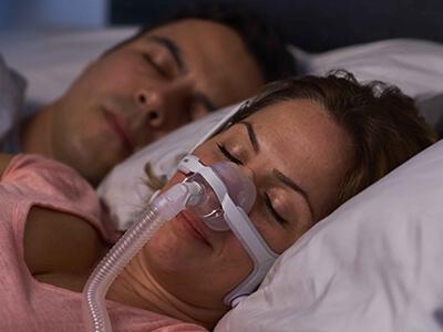 nasal-CPAP-mask-sömn-apnea-patient ResMed